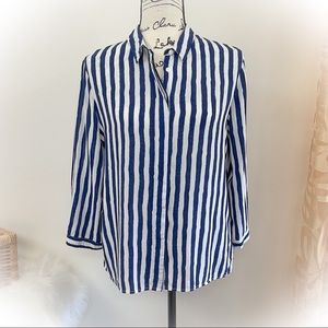 💕Beautiful Navy and White Striped Rayon Blouse💕
